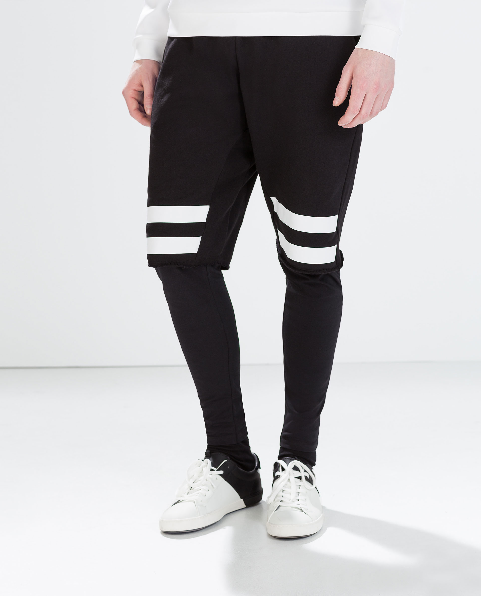 Apr 20,  · Pair leggings with shorts. This can be a cute and casual look. Just put on a plain-colored pair of leggings and throw on some denim, white, or black shorts, and you're good to go%(6).