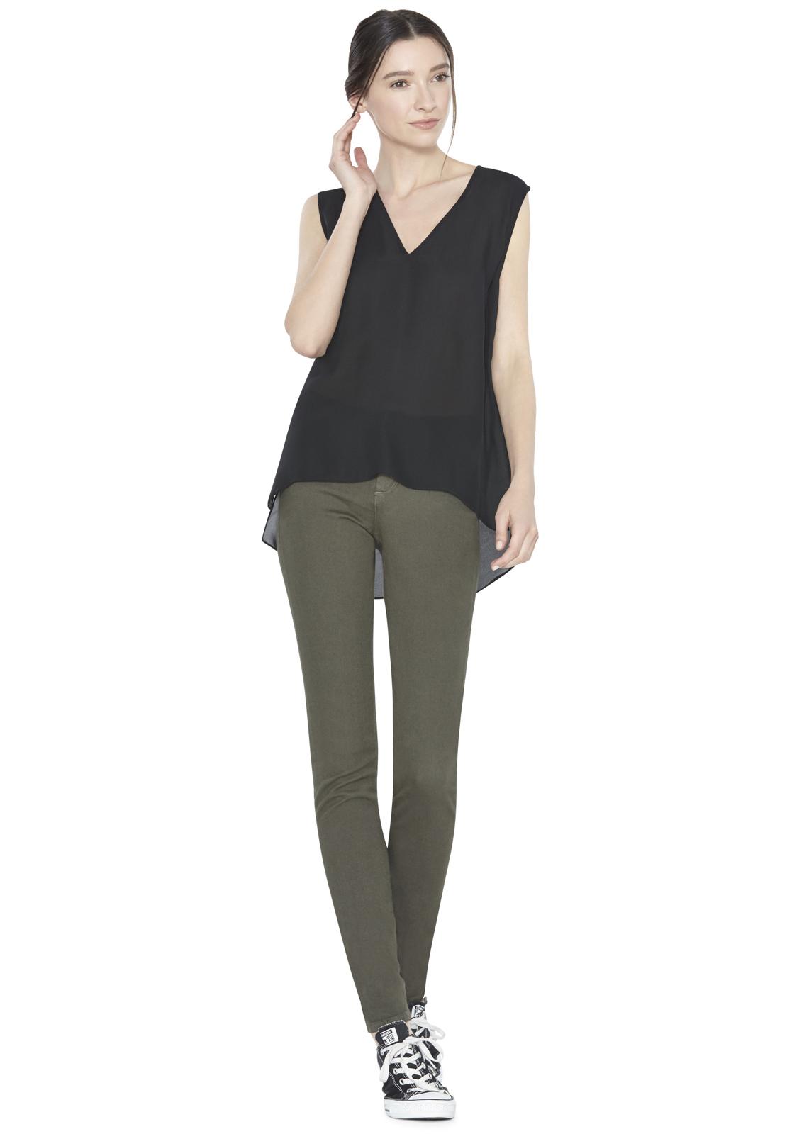 59676eebb7c434 Lyst - Alice + Olivia Low V-neck Sleeveless Top in Black