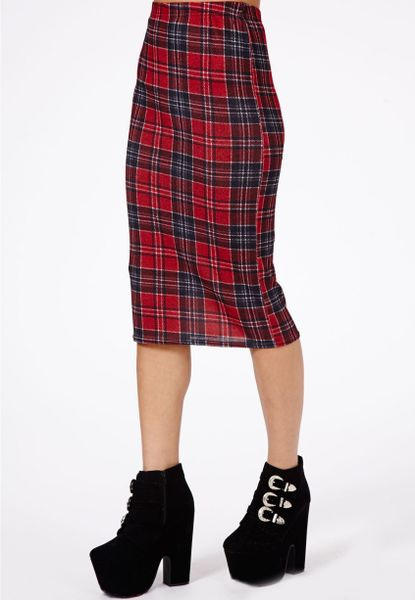 missguided amalize tartan midi pencil skirt in burgundy in