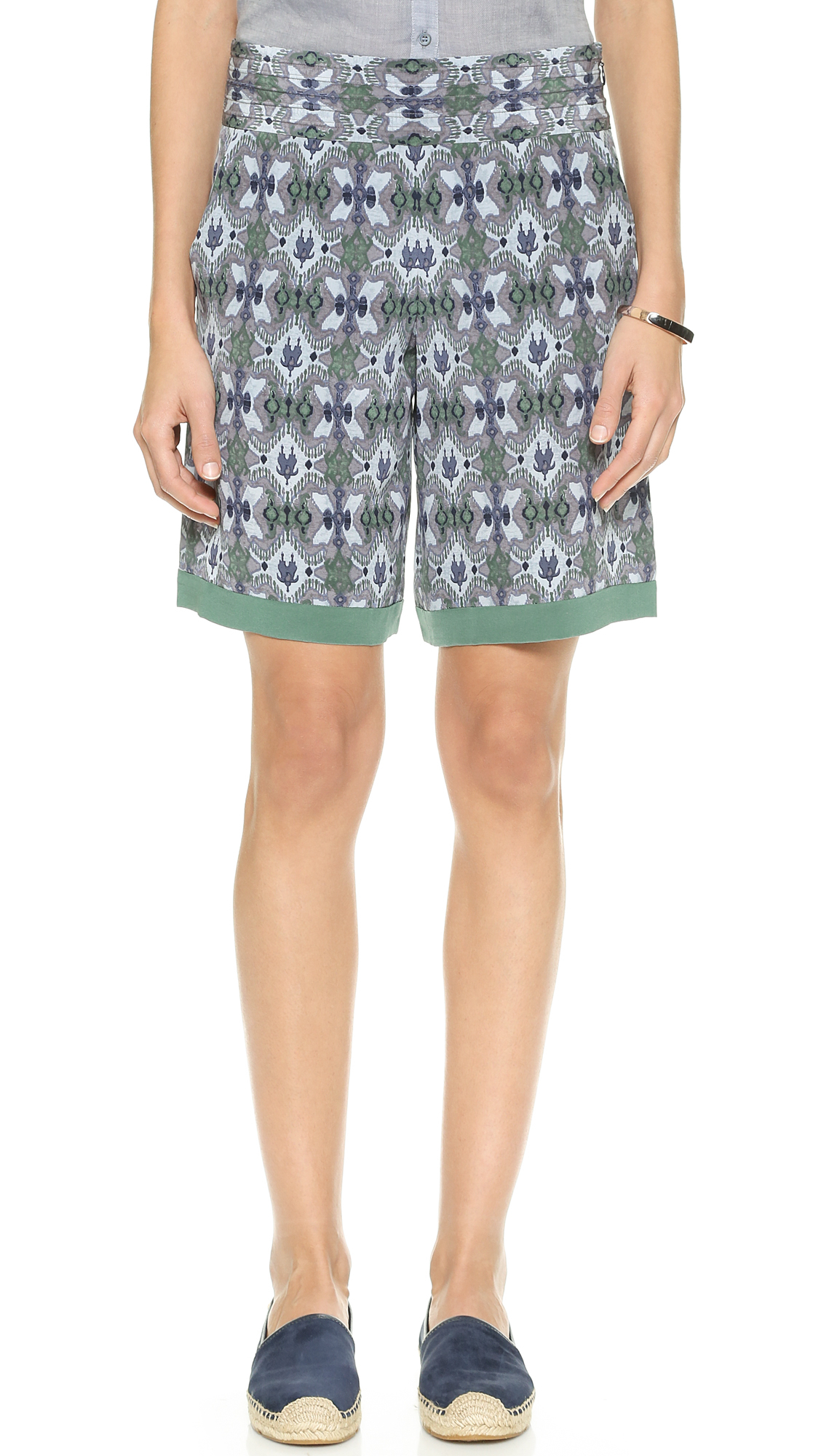 Lyst tory burch merin shorts bedford bukhara in blue for Tory burch fashion island