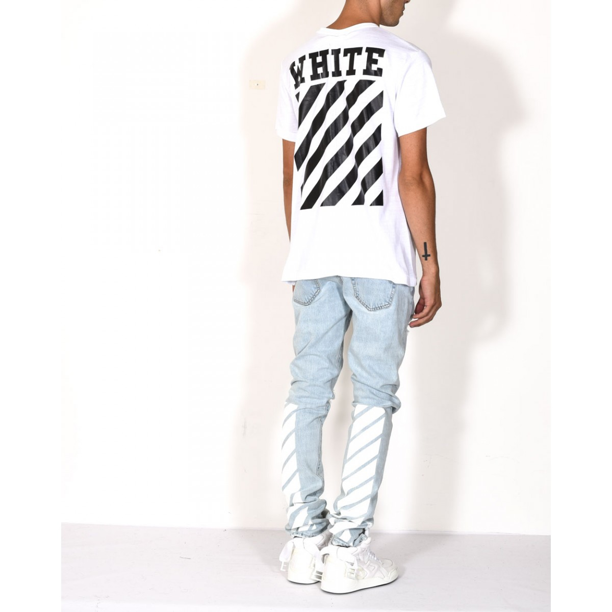 off white c o virgil abloh white cotton carry over t shirt in white for men lyst. Black Bedroom Furniture Sets. Home Design Ideas
