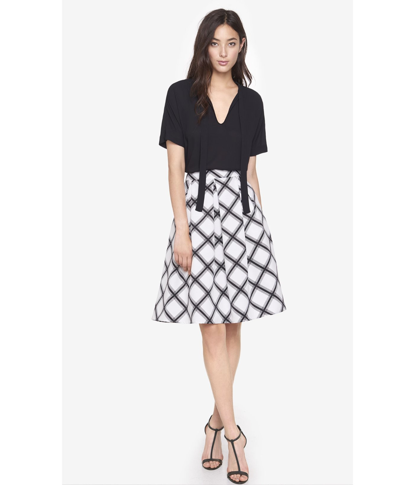 Tasteful yet bold, this satin floral print skirt will be a conversation starter at your next dinner party. Pair this with a simple monochrome top to let the pattern speak for itself, or match it with a satin camisole for a more daring look.