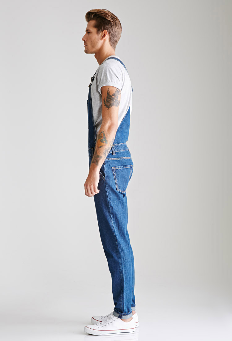 The right pair of men's overalls does more than just protect your clothes. They're not only comfortable, but some bib overalls are also designed with additional pockets for your gear, just like a tool belt.