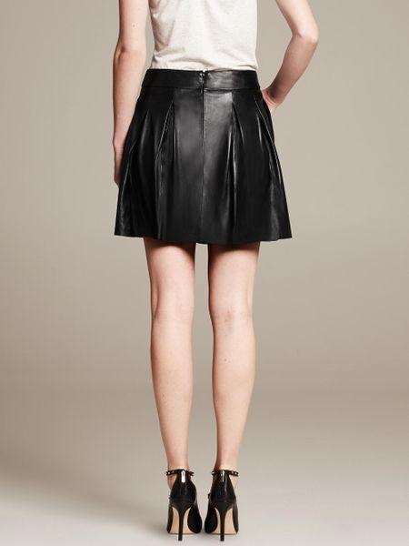 banana republic pleated leather skirt in black br black