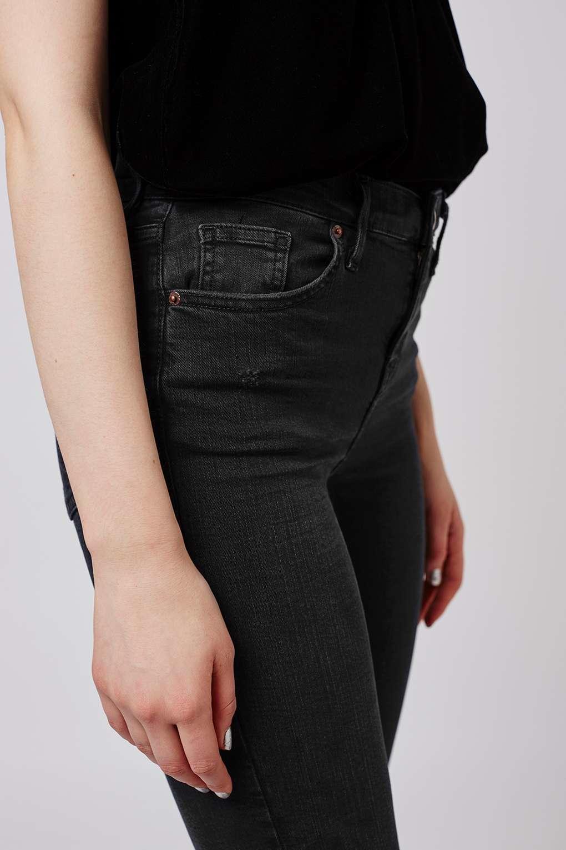 1cd75c1b7de Lyst - TOPSHOP Petite Rip Jamie Jeans in Black