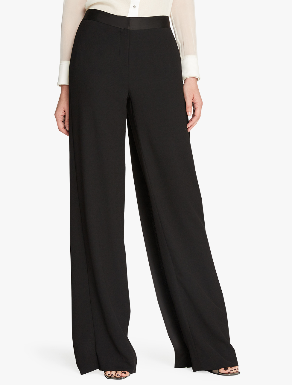 A pair of pants for every woman's style. Wide legged and comfortable pieces or skinny fits. Appliques, masculine cuts and original prints are key this season.