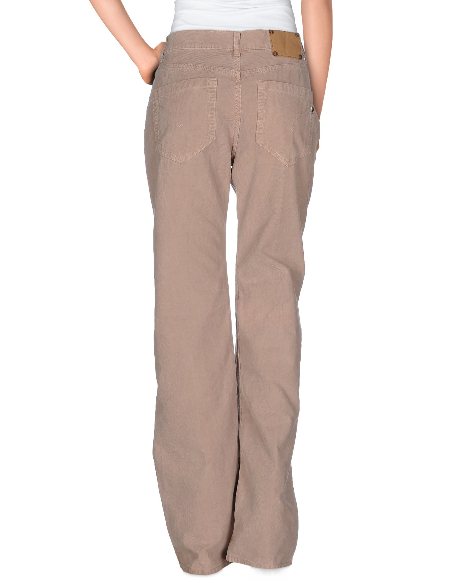 Skinny cropped pants offer classic style, perfect with ballet flats or pumps. Cozy women's sweatpants and lounge pants can help you relax at home. Run after kids in stretchy women's pants or find the perfect pair of