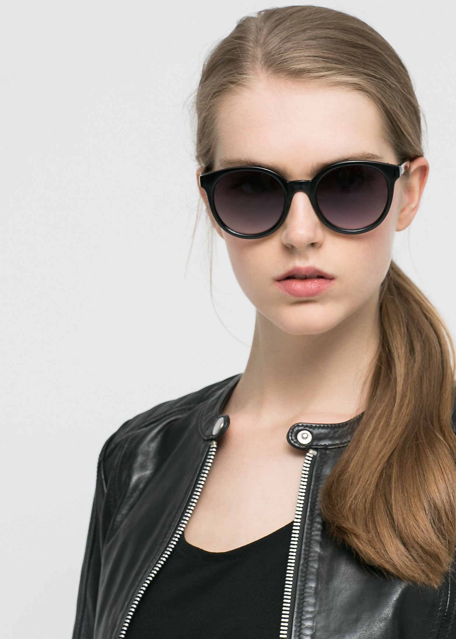 cc52bf70b02 Lyst - Mango Rounded Sunglasses in Black