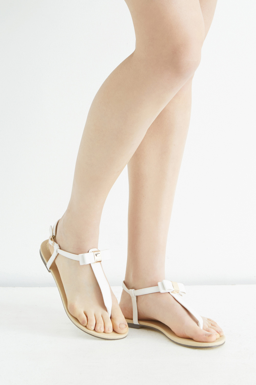 5e3ba0307c9e67 Lyst - Oasis Bow Toe Post Sandal in White