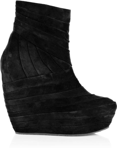 Minimarket Pleats Wedge Ankle Boot in Black - Lyst