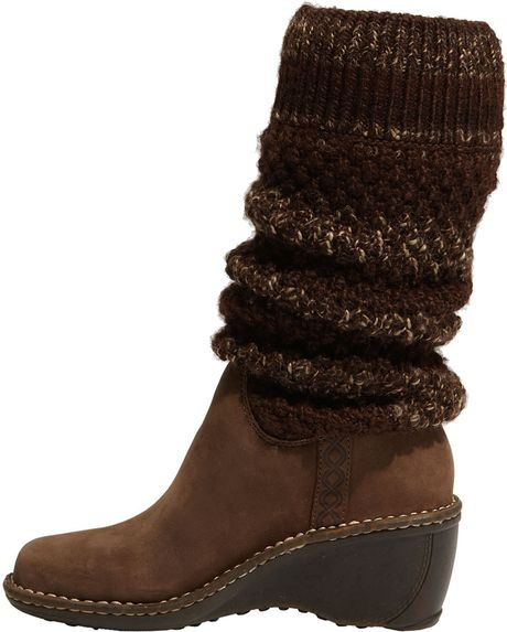 ugg cresthaven boots brown with brown sweater shaft size 8