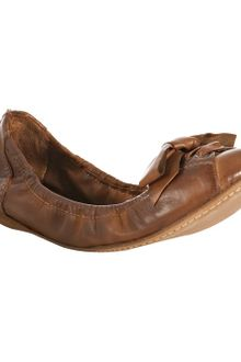 Miu Miu Coconut Distressed Leather Zip-back Bow Flats - Lyst