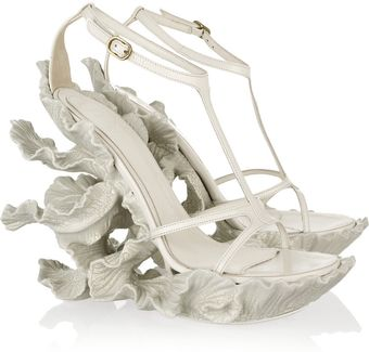 Alexander McQueen Sculpted Resin and Leather Sandals - Lyst