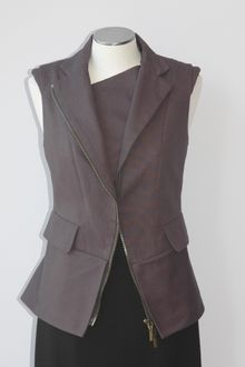 Vera Wang Sleeveless Jacket with Zipper Detail - Lyst