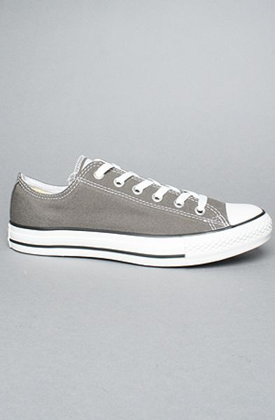 Converse The Chuck Taylor All Star Ox Sneaker in Charcoal in Gray for Men (charcoal) - Lyst