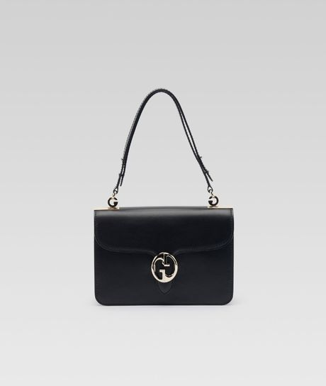Gucci Medium Shoulder Flap Bag in Black (black paprika)
