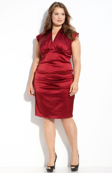 Xscape Cap Sleeve Ruched Dress (plus) in Purple (wine)