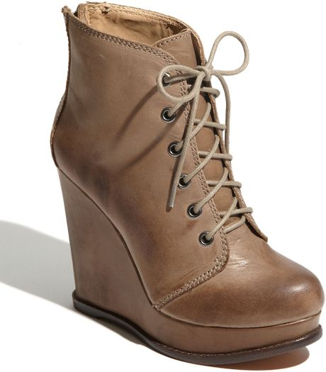 Steve Madden Thronne Bootie in Beige (stone leather) - Lyst