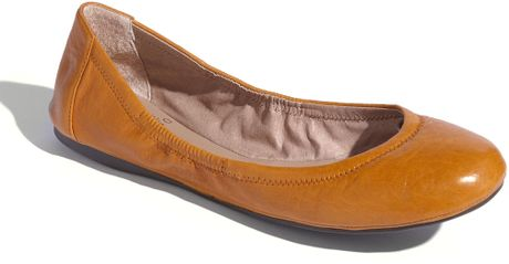 Vince Camuto Ellen Flat in Brown (end of color list caramel) - Lyst