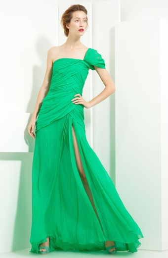 Oscar de la Renta Crinkled Chiffon One Shoulder Gown - Lyst