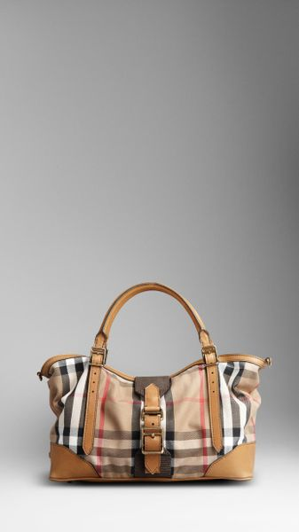 Burberry Medium Vintage House Check Tote Bag in Beige (camel) - Lyst
