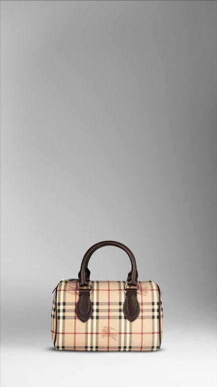 burberry handbag 2009 campaign 01 burberry handbags resist