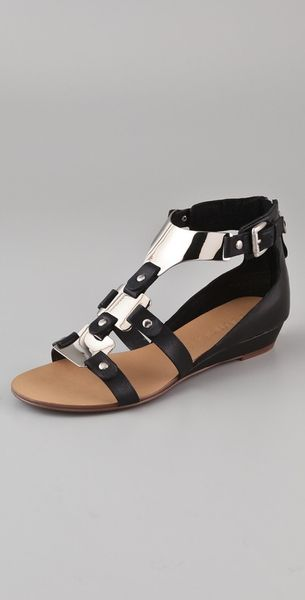 Boutique 9 Porsha Metal T Strap Sandals in Black - Lyst
