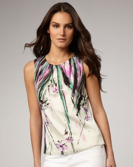Elie Tahari Jeanna Printed Blouse in Floral (beach rose)