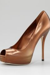 Gucci Metallic Leather Peep-toe Pump - Lyst