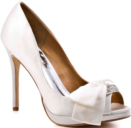 Badgley Mischka Gylda  White Satin in White - Lyst