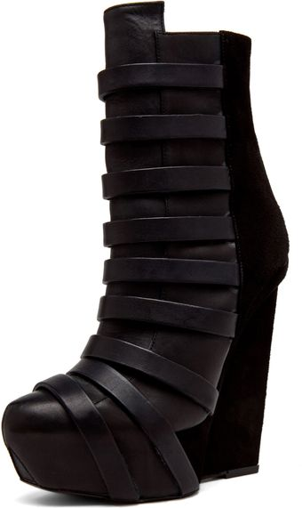 Gareth Pugh Strap Leather Wedge in Black - Lyst