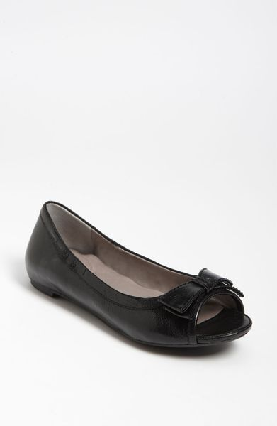 me fable peep toe flat in black black glazed goat lyst