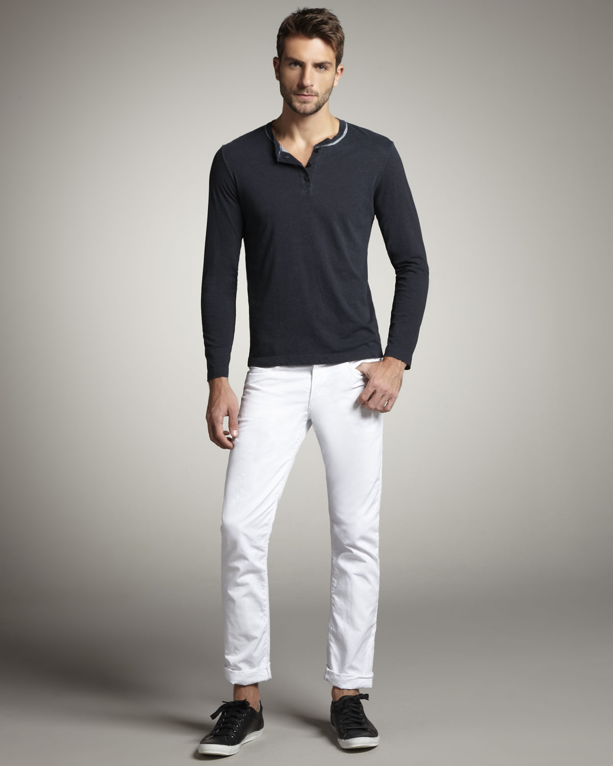 Ways to Wear White Shirt Men! #1. Business Style. For the perfect corporate outfit, pair your white dress shirt with office attire, such as tie, tie pin, watch, black leather belt and plain trousers.
