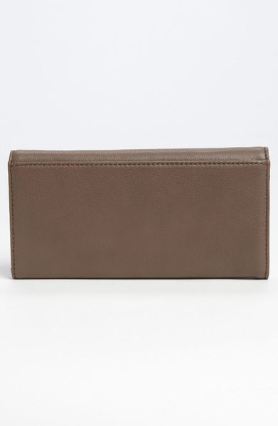 Marc By Marc Jacobs Classic Q Long Trifold Wallet in Brown (hazelnut)