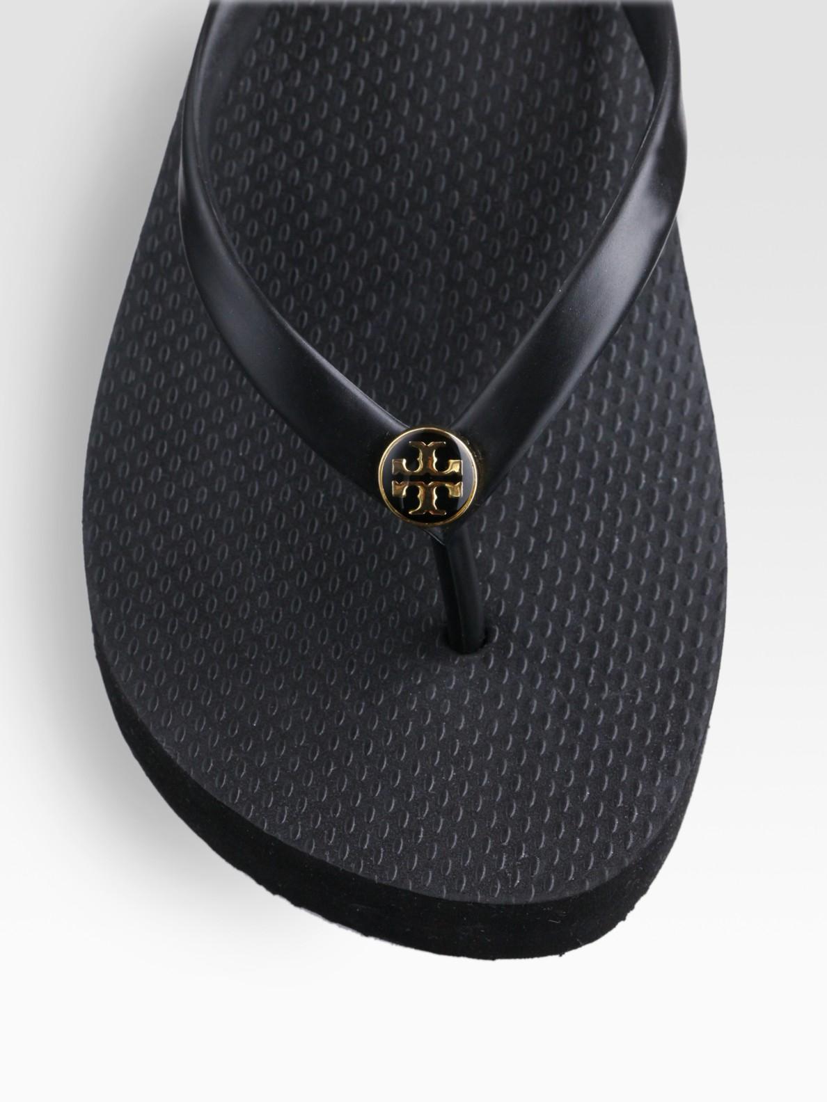 cbf8f2af3a53 Lyst - Tory Burch Logo Thong Flip Flops in Black