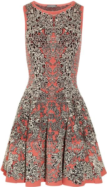 Alexander Mcqueen Flared Barnacle Intarsia Dress in Gray (coral)