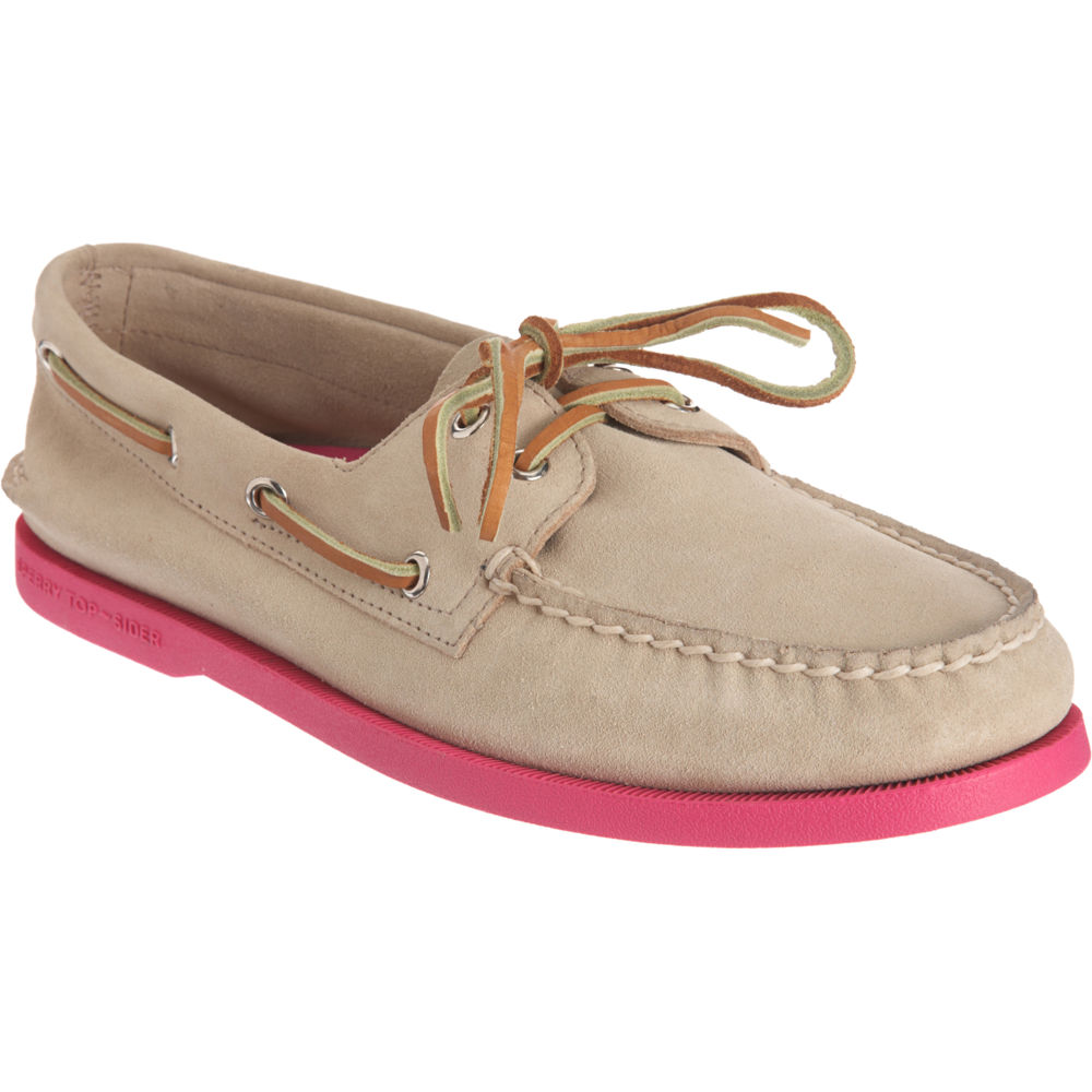 The iconic boat shoe from Sperry has been a must-have for sailors and landlubbers alike for more than 80 years. Fine leather uppers and a ° lacing system with rust-proof eyelets are the hallmarks of these men's topsiders.