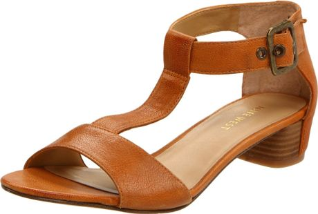 Nine West  Briteside T-Strap Sandals in Brown (medium natural leather) - Lyst