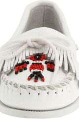 Minnetonka Minnetonka Womens Thunderbird Smooth Moccasin in White - Lyst