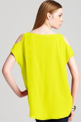 Alice + Olivia Top Open Shoulder in Yellow (neon yellow) - Lyst