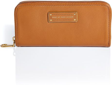 Marc By Marc Jacobs Rum Too Hot Slim Zip Around Wallet in Brown (rum) - Lyst