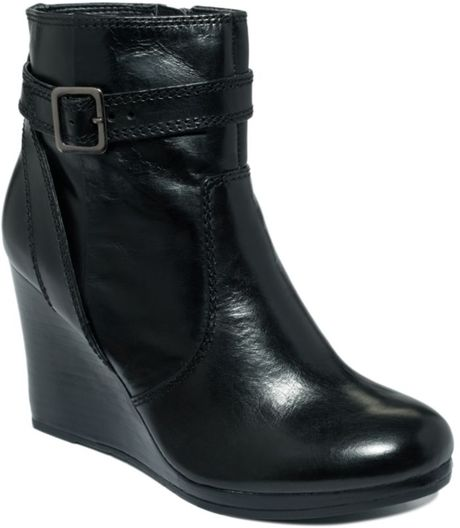 kenneth cole reaction flirt much wedge ankle boots in