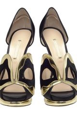 Nicholas Kirkwood Silk Satin Dorsay Pumps with Mask Front in Gold (black gold) - Lyst
