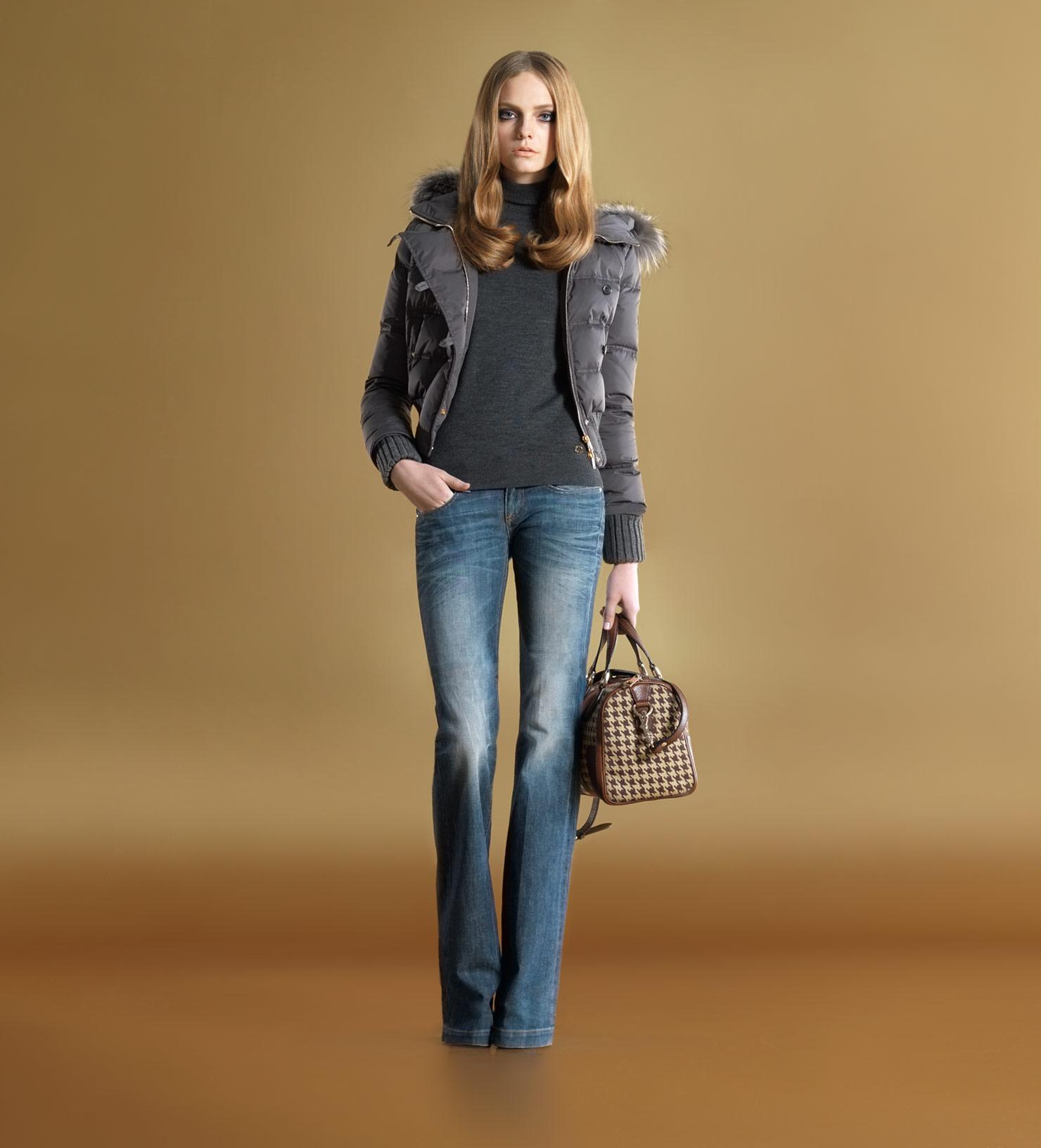 Осенняя мода с джинсами фото
