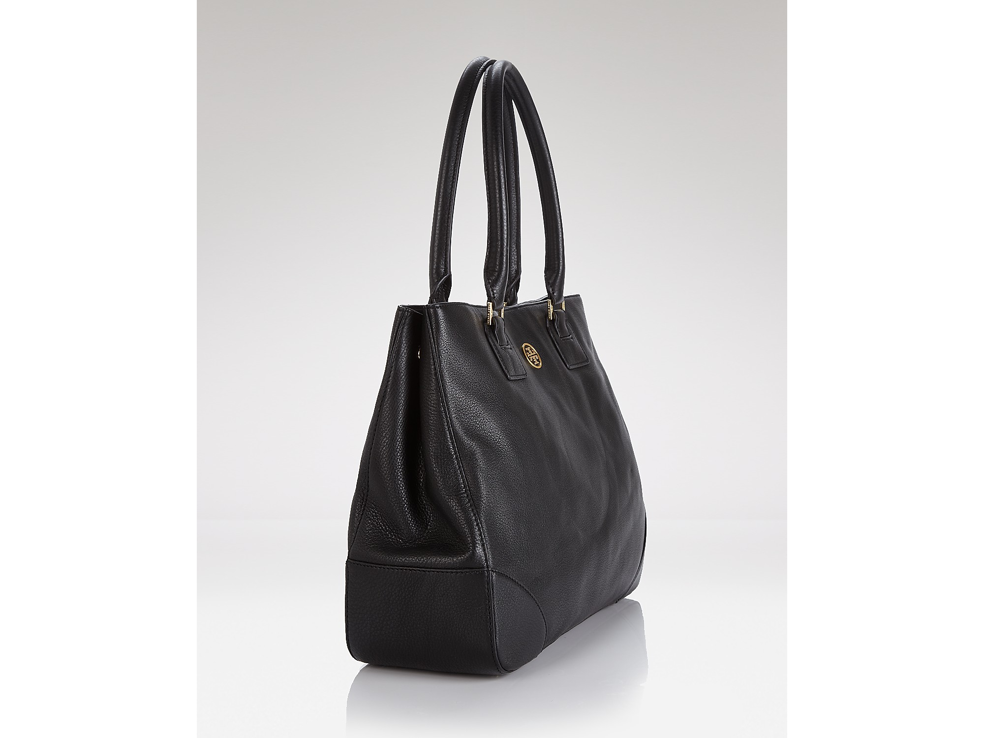 31f254d8982 Lyst - Tory Burch Tote Robinson East West in Black