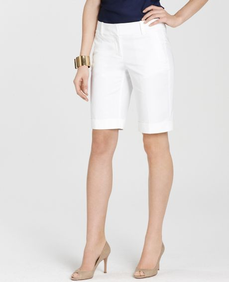 Ann Taylor Petite Cotton Twill Perfect Walking Shorts in Beige (white) - Lyst