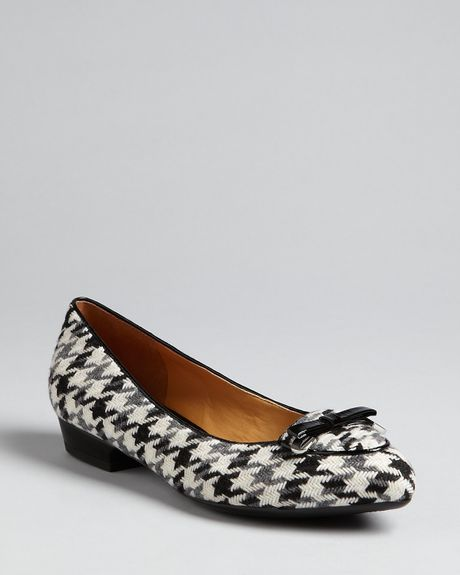 Isaac Mizrahi Pointed Toe Flats Deborah in Black (houndstooth) - Lyst