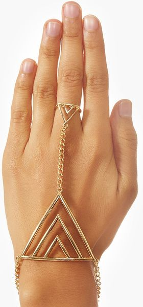 Nasty Gal Love Triangle Hand Piece in Gold - Lyst