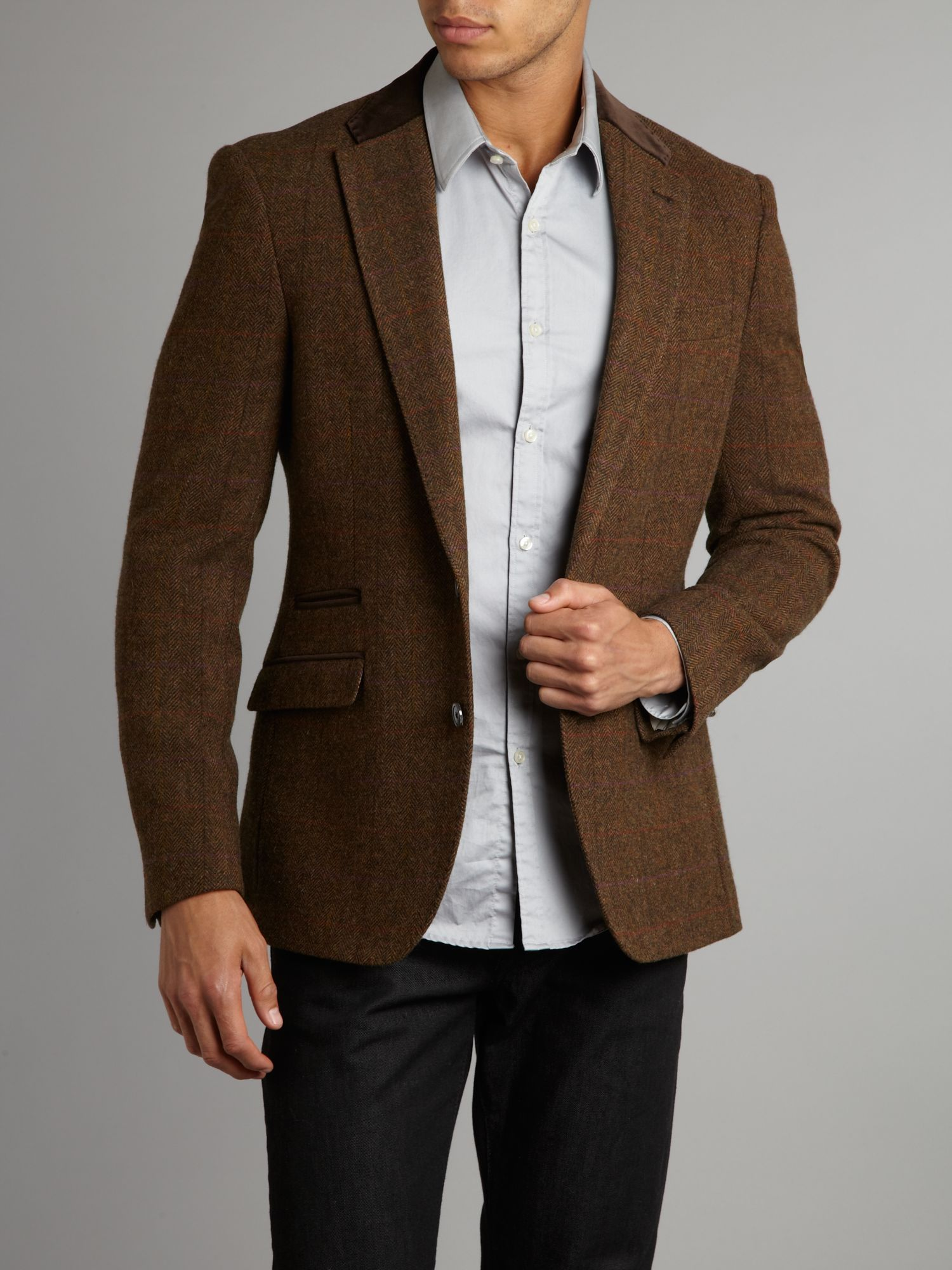 You might automatically think of a tweed jacket to come in a traditional green colour, however, brown and grey tweed is just as traditional and provides a more versatile pallet to work with. For an excellent smart casual style, try combining a khaki, brown or grey coloured jacket with a crisp button-down shirt.