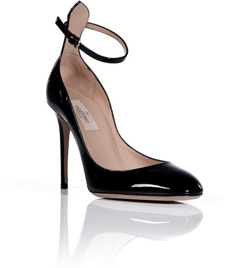 Valentino Black Patent Leather High Heeled Pumps in Black